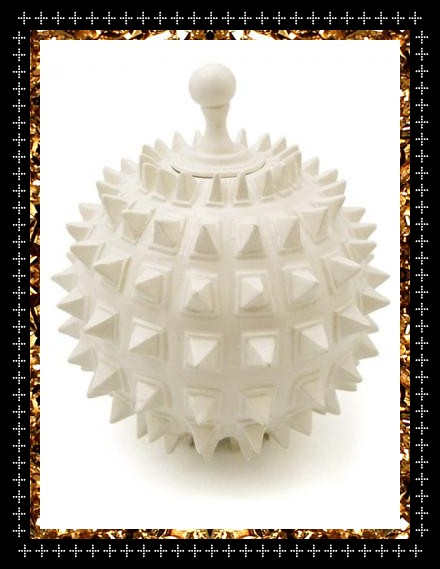 Limited edition ceramic bomb pot. A unique decorative object by Atelier Polyhedre at Kingdom of Razz.